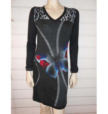 Robe noire longue avec papillon clouté