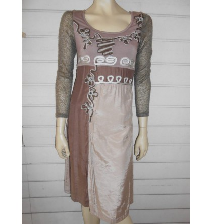 Robe marron beige avec applications brodées